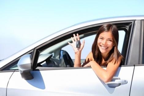 Mujer_en_coche_muralesyvinilos_33872038__Monthly_XXL